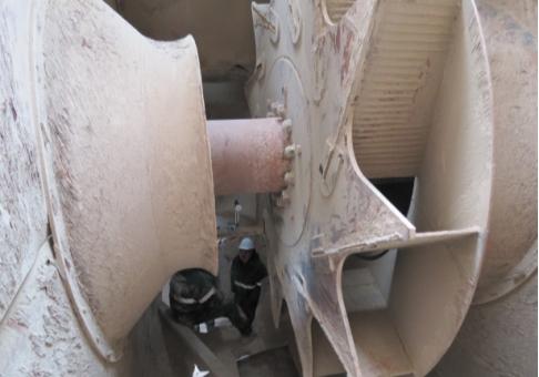 Рис. 1. Разрушение рабочего колеса дымососа. Отсутствуют покрывной диск и лопатки с левой стороны