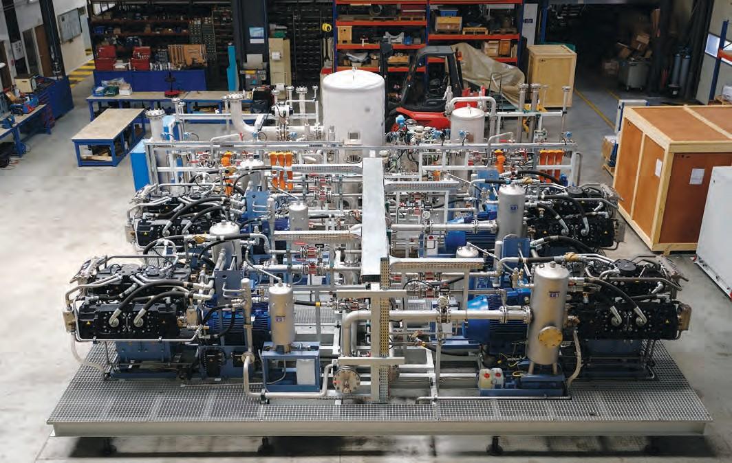 Полностью смонтированная установка для рекуперации гелия в цехе компании Girodin-Sauer SAS