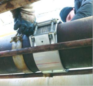 Рис. 4. Ремонт игольчатого свища на трубопроводе муфтой STRAUB-OPEN-FLEX