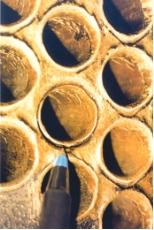 Рис. 1. Коррозионные повреждения труб теплообменников: а – на внешней поверхности; б – на концевых участках; в – щелевая коррозия