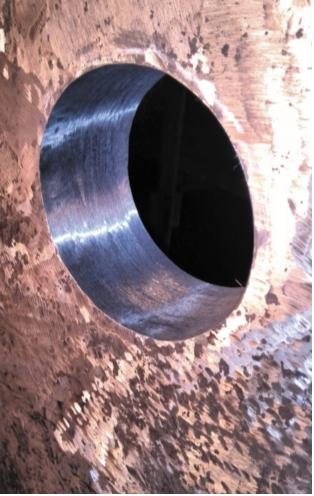 Рис.2. Отверстие в стенке аппарата после шлифовки, подготовленное под установку заглушки