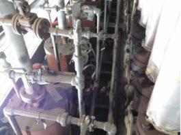 Рис. 9. Недостаточная герметизацизация труб, проходящих в камеру радиации печи, выявляется по наличию света от пламени горелок