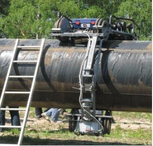 Рис. 1. Проведение предварительной (предремонтной) диагностики трубопровода с помощью внешнетрубного сканера- дефектоскопа