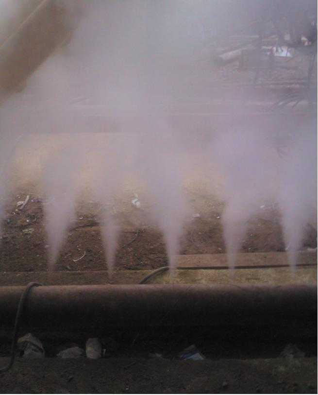 Рис. 3. Истечение водяного пара из перфорированного трубопровода при защите печного агрегата