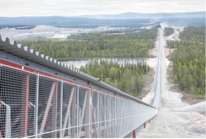 Рис. 3. Приводы АББ установлены на семикилометровых конвейерах, которые транспортируют руду на концентратор в Аитике