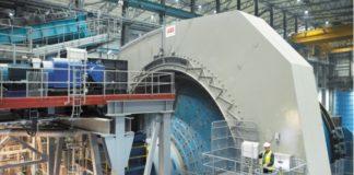 Рис. 5. Безредукторные приводы АББ для мельниц приводят в действие две крупнейшие в мире массивные мельницы 13,7 м в длину и 11,6 м в диаметре