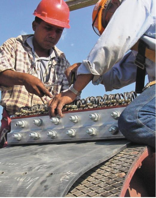 Зажим ленты в кольцо является самой важной операцией в ходе монтажа элеватора