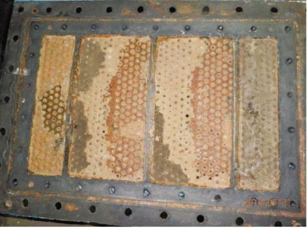 Рис. 1. Трубный пучок охладителя компрессора с отложениями накипи