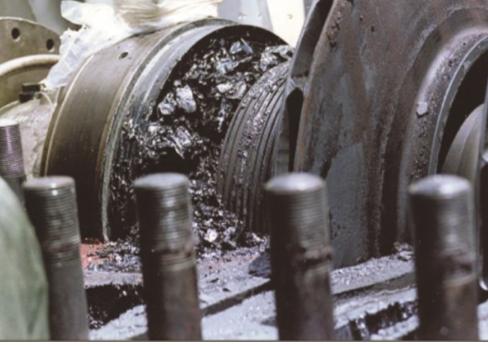 Рис. 2. Отложения в компрессоре после года эксплуатации без реагентной обработки