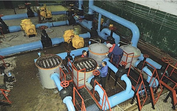 Рис. 4. Блок антинакипных электрохимических аппаратов АЭ-А-350 в системе оборотного водоснабжения предприятия