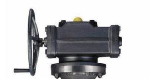Рис. 3. Дисковый затвор с тройным эксцентриситетом серии TRIODIS 600 Дисковый затвор с механизмом тройного эксцентрика, с металлическим уплотнением (в пожаробезопасном исполнении), без сальникового уплотнения, не требует технического обслуживания. С рычагом или редуктором, пневматическим, электрическим или гидравлическим приводом, с корпусом с проушинами с резьбовыми отверстиями (тип Т4), цельным корпусом с двойным фланцем (тип Т7) без выступающей кромки или с выступающей кромкой. Типы корпусов T4 и T7 применяются в качестве концевой арматуры. Присоединения по EN, ASME и JIS (другие присоединения по запросу). Эмиссионные показатели: проверен и сертифицирован по EN ISO 158481. Сертифицирован по TALuft. Пожаропрочное исполнение и допуск по ISO 10497. ATEX Согласно Директиве 94/9/EC. В соответствии с NACE MR0175/ISO 15156 и MR 0103.