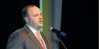 Генеральный директор ОАО «ФосАгро» А. Гурьев поздравляет коллектив с юбилеем