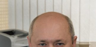 Владимир Николаевич Гусак Родился в 1965 году в г. Братске. Окончил Тольяттинский государственный университет по специальности «Машины и аппараты химических производств». С 2006 г. работает начальником цеха азотной кислоты ОАО «Куйбышев Азот»
