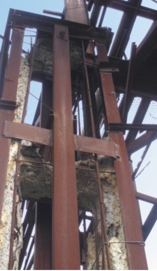 Разрушение колонны эстакады – полное коррозионное разрушение бетона колонны в верхней части, коррозия оголенной арматуры до 30%