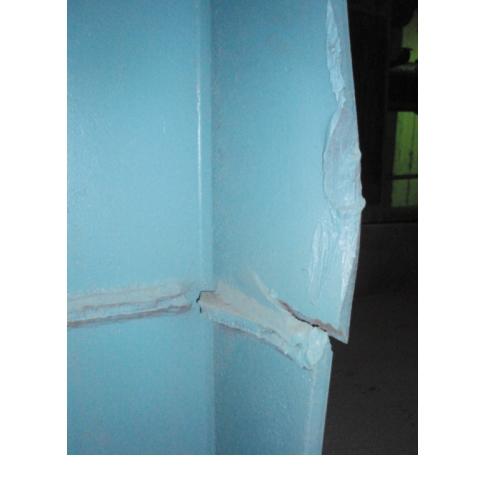 Рис. 1. Разрыв полки стальной колонны каркаса здания вследствие механических повреждений