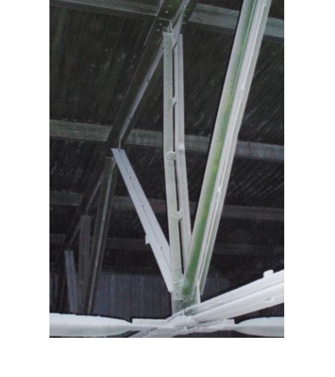 Рис. 3. Сжатая стойка фермы дефор- мирована до 50 мм из плоскости фермы