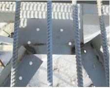 Рис. 5. Узел крепления горизонтальных связей к верхнему поясу фермы. Неточная подгонка элементов  горизонтальной связи