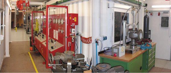 Рис. 1. Мобильные мастерские на базе 40-футовых или высоких 20-футовых грузовых контейнеров